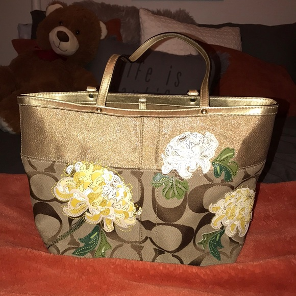 Coach Handbags - Floral print and gold coach tote purse